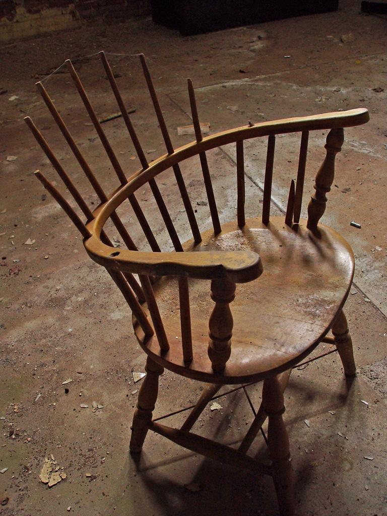 Old Photographs Broken Chair - Photo o...