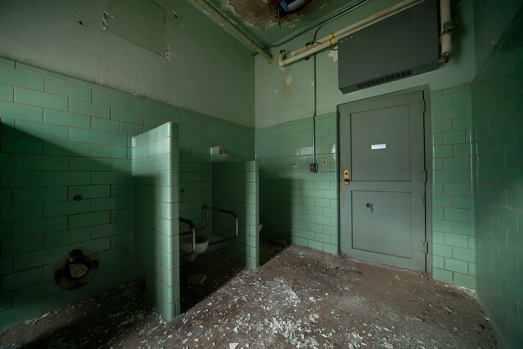 Green Bathroom - Photo of the Abandoned Western State ...