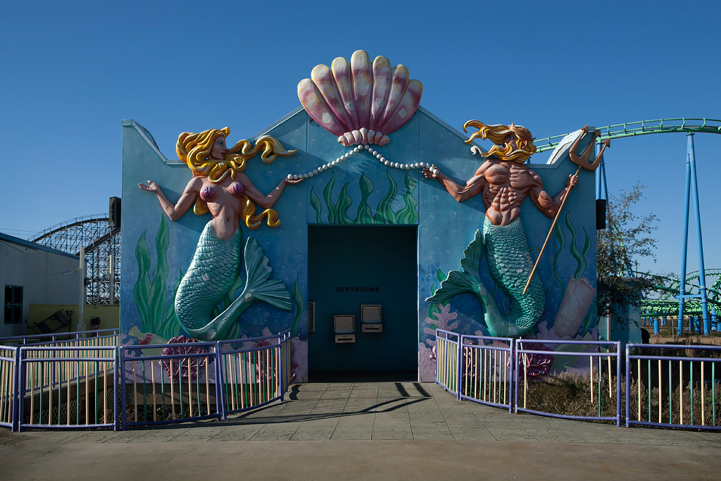 Undersea Photo Of The Abandoned Six Flags New Orleans