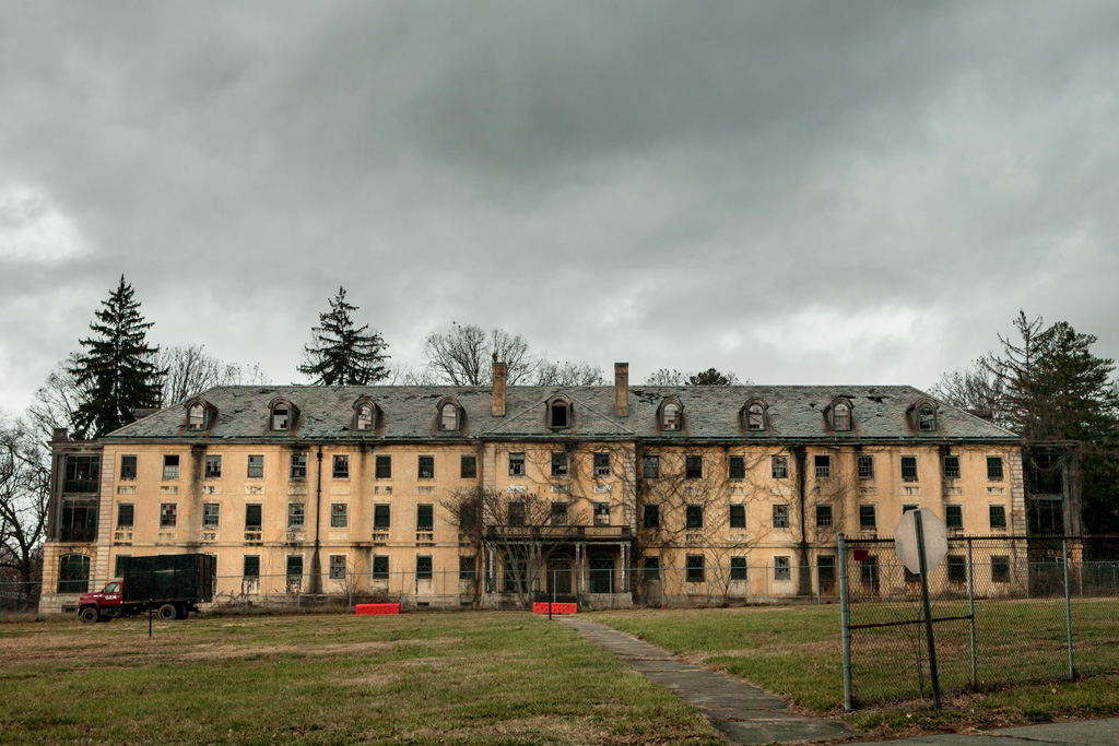 Building 9 Of The Old Va Hospital Asheville Terrors
